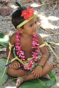 Federated States of Micronesia - Yap State - Fais outer island - Men`s sitting dance - young boy practising Wake Island, Island Man, We Are The World, People Around The World, Federated States Of Micronesia, Island Nations, Thinking Day, Paradise Island, Baby Kind
