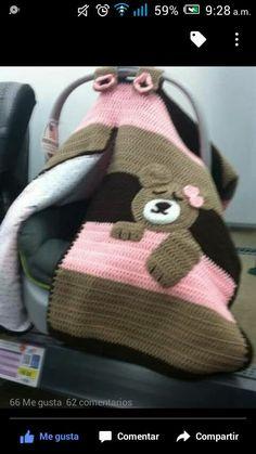 Manta a crochet cubre porta bebe forrada borrega