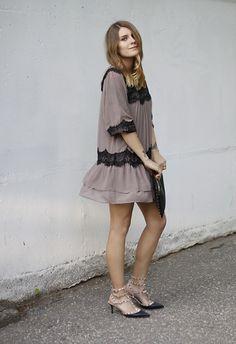498321ce4f4e Vila Dress, Primark Bag, Valentino Rockstud Kitten Heels Kitten Heels  Outfit, Heels Outfits