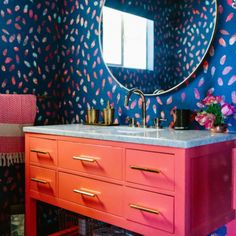20 Times Color Was Done Right In Bathrooms - These bold bathrooms are having a moment and we are obsessed. - Photos 20 Times Color Was Done Right In Bathrooms - These bold bathrooms are having a moment and we are obsessed. Bad Inspiration, Bathroom Inspiration, Interior Inspiration, Bathroom Colors, Colorful Bathroom, Bathroom Ideas, Design Bathroom, Master Bathroom, Bathroom Remodeling