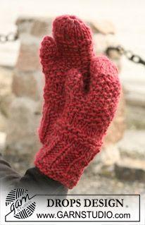 """Texture knit DROPS mittens in """"Eskimo"""" ~ DROPS Design"""