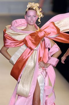 Large pink bow dress design ~ Viktor & Rolf | Spring 2005 RTW | Karolina Kurkova