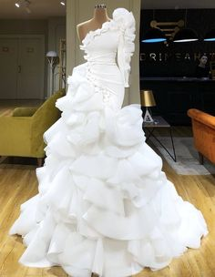 Find the perfect gown with Pageant Planet! Browse all of our beautiful prom and pageant gowns in our dress gallery. There's something for everyone, we even have plus size gowns! Sexy Evening Dress, Evening Dresses, Dream Wedding Dresses, Bridal Dresses, Gala Dresses, Formal Dresses, One Shoulder Prom Dress, The Dress, Gown Dress