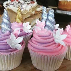 Simply loving these unicorn cupcakes I spotted at the Christmas Market today in Exeter! This one's for the unicorn in all of us. #unicorncupcakes #unicornfood #unicorn #christmasmarket #sweettreat #tooprettytoeat #lookstoogoodtoeat #unicornqueen #foodporn #foodstagram #cupcakes #unicornlove