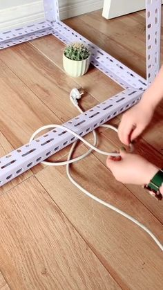 Simple Life Hacks, Useful Life Hacks, Cute Little Things, Cool Things To Buy, Christmas Handprint Crafts, Electrical Projects, Everyday Hacks, Diy Crafts Hacks, Sewing Techniques