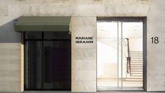 Le 18 septembre, la célèbre galerie d'art de Chicago et de Seattle ouvre un espace avenue Matignon, avec l'exposition J'ai deux amours. Mariane Ibrahim marque ainsi le début de sa présence européenne et internationale. Best Design Books, Book Design, Matignon, Galerie D'art, Facade Design, Ainsi, Architecture, Modern Interior, Oversized Mirror
