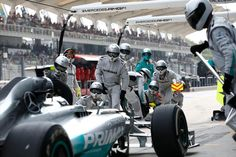 Mercedes pitstop-action - 2014 Malaysian GP
