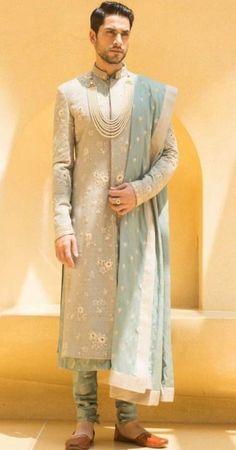 Ideas Wedding Beach Style For Men Indian Groom Dress, Wedding Dresses Men Indian, Indian Wedding Wear, Wedding Dress Men, Wedding Men, Wedding Suits, Indian Suits, Wedding Beach, Wedding Ideas