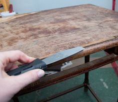 Remove-Veneer-Putty-Knife