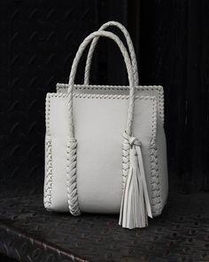 The Small Braided Market Bag – Purses And Handbags Diy Trendy Purses, Cheap Purses, Unique Purses, Cheap Bags, Small Purses, Popular Handbags, Cute Handbags, Cheap Handbags, Purses And Handbags
