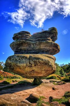 Brimham Rocks are balancing rock formations located on Brimham Moor in North Yorkshire, England. The rocks stand at a height of nearly 30 metres in an area owned by the National Trust which is part of the Nidderdale Area of Outstanding Natural Beauty. Yorkshire England, Yorkshire Dales, North Yorkshire, Cornwall England, Formations Rocheuses, Dame Nature, Photos Voyages, England And Scotland, Natural Wonders