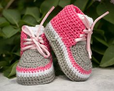 Crochet Baby Girl Shoes Bunny Slippers 16 Ideas For 2019 Crochet Baby Boots, Crochet Girls, Newborn Crochet, Crochet Shoes, Crochet Slippers, Bunny Slippers, Knitted Baby, Diy Crochet, Baby Sandals