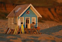 Miniature Beach Hut by Jules Bailey www.stillwater-design.com This would go well with the dune buggy idea