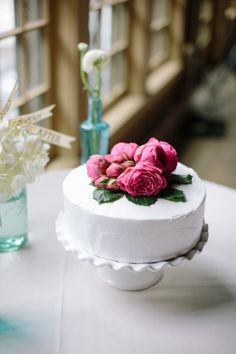 Cute cake: http://www.stylemepretty.com/massachusetts-weddings/2015/03/23/romantic-apple-orchard-wedding/ | Photography: Summer Street - http://summerstreetphotography.com/