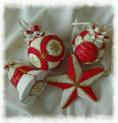 Diy Quilted Christmas Ornaments, Fabric Ornaments, Christmas Snowflakes, Handmade Ornaments, Diy Christmas Ornaments, Christmas Tree Decorations, Christmas Crafts, Diy And Crafts, Patchwork Embutido
