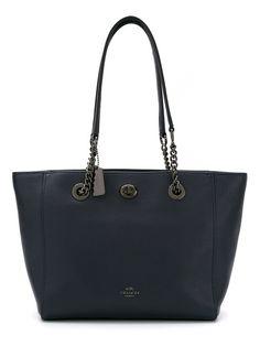 COACH Bolsa tote de couro modelo 'Turnlock Chain'. #coach #bags #leather #hand bags #tote #