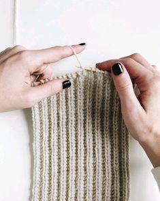 Knit brioche stitch, done continental style. Will be a knit headband soon! Stay tuned on xx Knit brioche stitch, done continental style. Will be a knit headband soon! Stay tuned on xx Knitting Stiches, Knitting Videos, Easy Knitting, Knitting For Beginners, Knitting Patterns Free, Crochet Stitches, Knit Crochet, Crochet Patterns, Knitting Projects