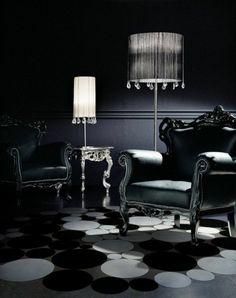 Die Gotik Architektur Merkmale Kunst weisses Badezimmer Gestaltung Design dunkle einrichtung stuhl