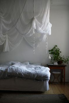 I've been trying to figure something like this out. The ideas I had, made my room look small. I love this,.