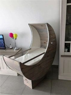 Pallet Baby Cradle Half Moon: This is also a response to those who say that we just cannot make some truly worthy things out of the shipping pallets. Pallet Crafts, Diy Pallet Projects, Furniture Projects, Furniture Making, Furniture Design, Pallet Ideas, Baby Cradle Plans, Rustic Wood Furniture, Wood Pallets
