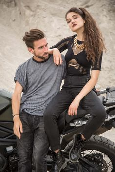 So in love with this Grease-inspired looks! Tight black jeans with zips, black leather boots, black cut-out top and cool men's t-shirt. Vintage is rad! Black Levi Jeans, Black Levis, Cut Out Top, Black Leather Boots, Grease, Levis Jeans, Tights, Sporty, Zip