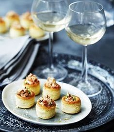 Krebsehaler i vol au vent og andet Vol Au Vent, Quick And Easy Appetizers, Easy Snacks, Tapas, Appetizer Recipes, Snack Recipes, Crostini, Fingerfood Party, Sandwiches