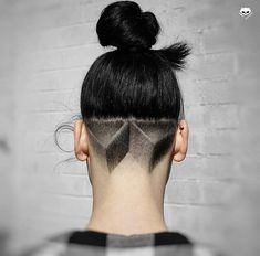 Nice design with the manbun - New Hair Design Undercut Hairstyles, Cool Hairstyles, Wedding Hairstyles, Undercut Pompadour, Haare Tattoo Designs, Nape Undercut Designs, Natural Hair Styles, Short Hair Styles, Shaved Hair Designs