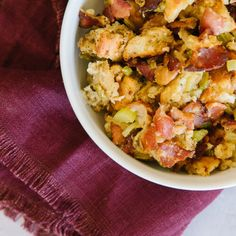 This Thanksgiving Stuffing with Bacon is the perfect side dish for holiday dinners. The secret is frying the bacon and cooking the veggies in the grease. Sees Fudge Recipe, Fudge Recipes, Crockpot Recipes, Cooking Recipes, Jalapeno Popper Dip, Salsa Verde, Ratatouille, Mac And Cheese Rezept, Hawaiian Macaroni Salad