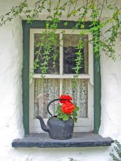 An old country cottage window in Adare, County Limerick, Ireland. Photo: indulgy.com/search/Cork/by Aniky
