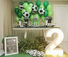 Festa futebol⚽⚽⚽ Decor @priscillacapelo_decor ⠀ .⠀ Inspire-se e Faça a Festa @shopfesta💜⠀ .⠀ .⠀ .⠀ .⠀ Bolo e doce Sports Themed Birthday Party, Soccer Birthday Parties, Football Birthday, Soccer Party, Second Birthday Boys, Birthday Themes For Boys, Soccer Baby Showers, Kids Sports Party, Birthday Party Centerpieces