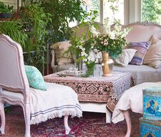 Hangulatos nyaralóház a Balaton-felvidéken - Lakáskultúra magazin Matthew Perry, Outdoor Furniture Sets, Outdoor Decor, Lounge, Couch, Home Decor, Airport Lounge, Drawing Rooms, Settee
