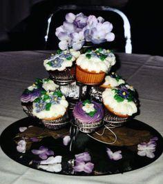 Cupcake centerpiece, an idea @Lacey Nicole.
