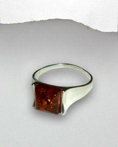 Inel argint 925 - chihlimbar balticInel fin din argint si chihlimbar baltic.Greutate: 3,5 gr.Marimi disponibile: 7 si 8 (SUA). Gemstone Rings, Silver Rings, Gemstones, Romania, Jewelry, Jewlery, Gems, Bijoux, Jewerly