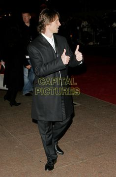 "ROBERT CARLYLE.Arrivals - ""Eragon"" World Premiere, .Odeon Leicester Square, London, .England, December 11th 2006..full length black suit thumbs up gesture.CAP/AH.©Adam Houghton/Capital Pictures"
