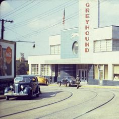 USA Atlanta, 1941 - view of Atlanta's Greyhound Bus terminal on Cain Street. Madison Georgia, Georgia On My Mind, Atlanta Georgia, Atlanta City, Georgia Usa, Bus Terminal, Bus Station, Car Photos, Back In The Day