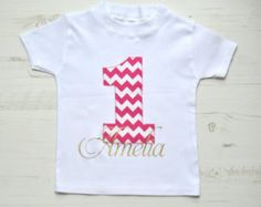 AGGIUNGERE il nome sul fronte | Personalizzazioni per cotone & Bloom Birthday t-shirts | Scelta di font | Scelta del colore