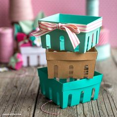 DIY Paper Strawberry Baskets Now that we've shown you how to make adorable paper strawberries, we have to craft up … Paper Crafts Origami, Easy Paper Crafts, Paper Crafting, Strawberry Crafts, Lemon Crafts, 3d Paper Projects, Papier Diy, Basket Crafts, Berry Baskets