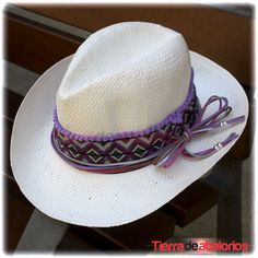 Sombrero de Paja Personalizado con Ante, Tapacosturas y Madroños Morados