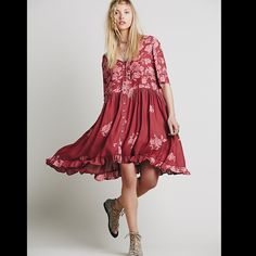 Free People flowy floral dress Oversized and effortless smock dress, semi-sheer and floral printed, featuring a ruffle hem. 124j079  Retail: $148 All sizes listed: XS, S, M, L  ❤I have over 300 new with tag Free People items for sale! I love to offer bundle discounts!  ❤No trades. love the item but not the price? Submit an offer! Free People Dresses