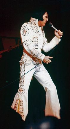 Elvis on stage at the Las Vegas Hilton in january 26, 1973.