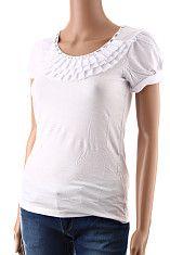Dámske tričko Berge biele  Elegantné biele dámske tričko s krátkym rukávom s volánikom okolo krku a patentom na konci rukávov. Tričko má vo výstrihu ozdobu s lesklých obdĺžnikových kamienkov. Materiál je prírodná viskóza s elastanom, volánik je polyesterový.  http://www.yolo.sk/damske-tricka-bluzky-kratky-rukav/biele-damske-tricko-s-kratkym-rukavom-berge