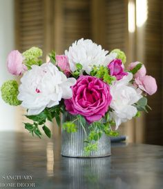 Home Decoration Tips Make This Spring Flower Arrangement in 3 Easy Steps Small Yellow Flowers, Bunch Of Flowers, Large Flowers, Fresh Flowers, Spring Flowers, Cut Flowers, Types Of Flowers, Spring Flower Arrangements, Beautiful Flower Arrangements