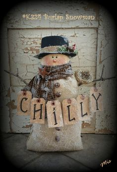 Snowman is made from a pre bought burlap bag. Primitive Easy Non Sewing Snowman Pattern Christmas Sewing, Primitive Christmas, Country Christmas, Christmas Snowman, Winter Christmas, Christmas Ornaments, Christmas Trees, Cowboy Christmas, Cute Snowman