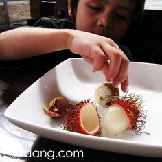 how to eat raw lychee