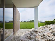 House in Hanoura / Fujiwarramuro Architects