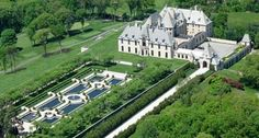 Live like royalty at OHEKA Castle Hotel & Estate, situated on the famed Gold Coast of Long Island, New York. Gold Coast Long Island, O Grande Gatsby, Jay Gatsby, Gatsby Style, Casa Casuarina, Scott Fitzgerald, Stay The Night, Interior Exterior, Historic Homes
