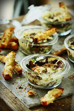 Oeufs cocotte aux chanterelles et mouillettes au Beaufort ~ Eggs casserole with chanterelles and Beaufort's sticks