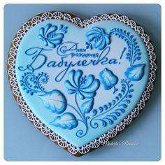 Большое сердце Гжель. 19×19см. Такое сердце уже было,  попросили повторить. Все пряничные сердца можно найти по хэштегу #сердцеМР #royalicingcookies #gingerbread #decoratedcookies #cookiedecoration #sugarart #пряник #пряники #имбирноепеченье #имбирныепряники #пряникалматы #пряникиалматы #пряничнаякартина #пряничнаяоткрытка #пряникгжель