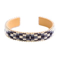 ETKIE bracelets are hand-beaded in collaboration with talented Navajo artisans in New Mexico. Loom Beading, Beading Patterns, Native Beadwork, Deer Skin, Beads And Wire, Bracelet Designs, Bead Weaving, Beaded Embroidery, Glass Beads