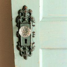 Vintage door knobs are so gorgeous!